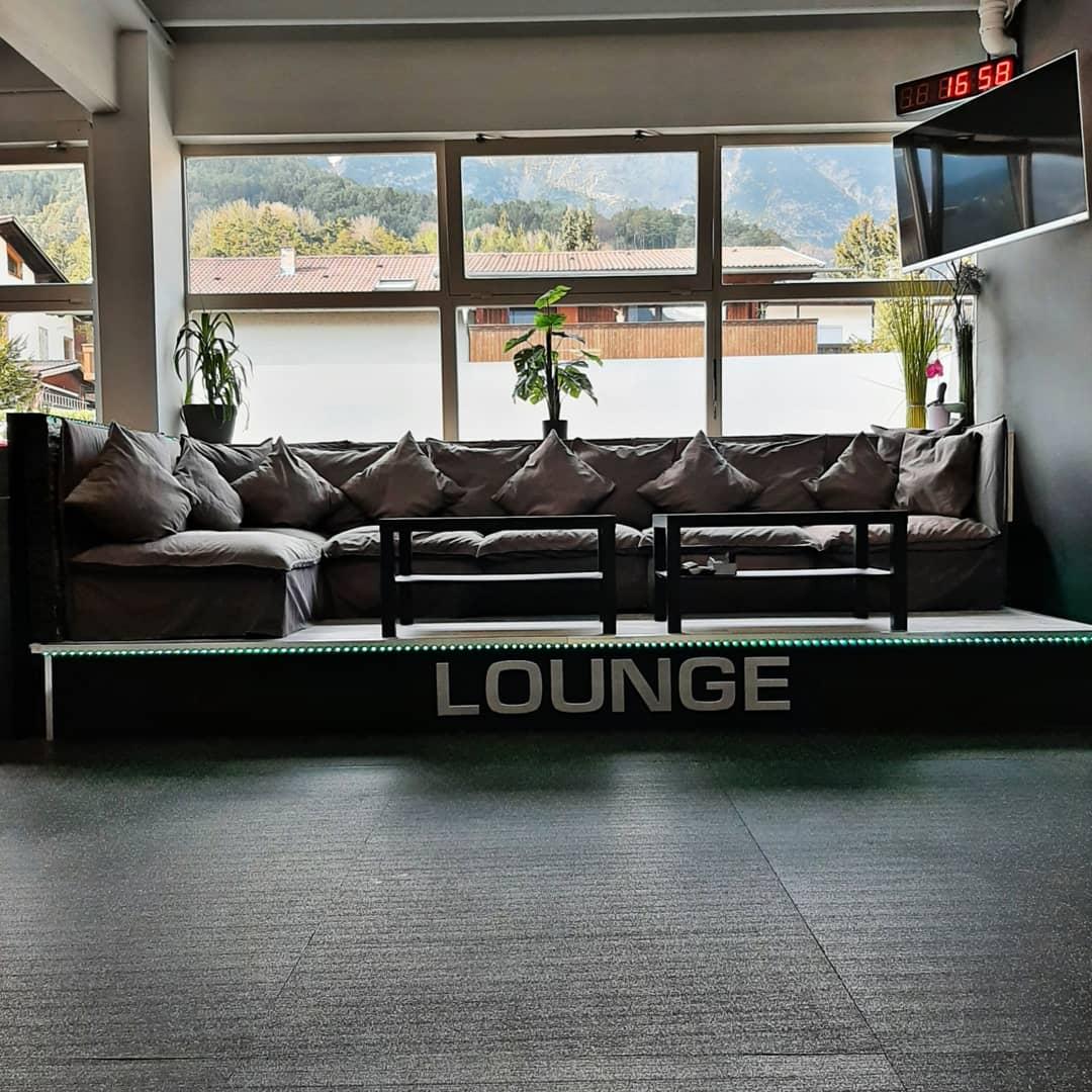 ...unsere gemütliche Lounge, wo man nach dem Training noch einen leckeren Shake genießen kann!