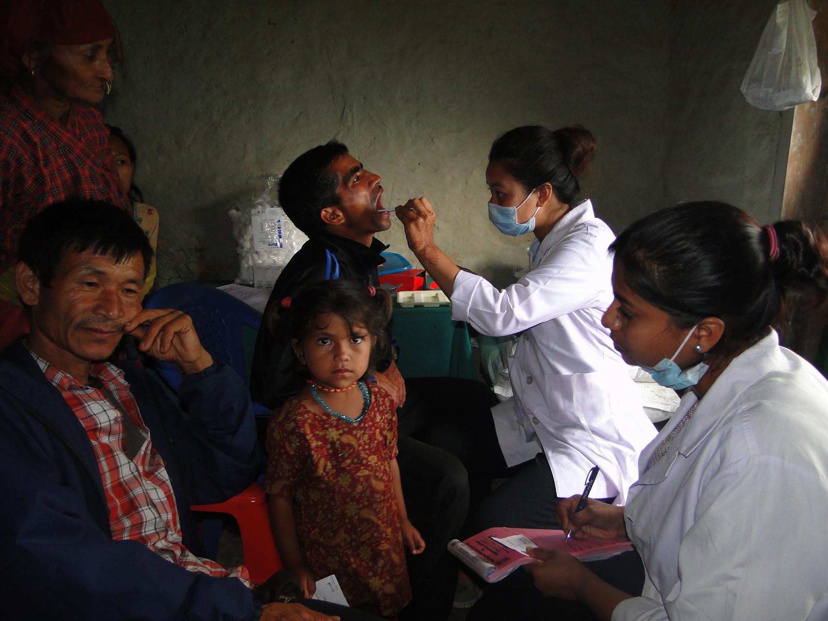 Nepalesische Zahnärztinnen aus Kathmandu im Einsatz in Deusa und Waku (Sept. 2015)