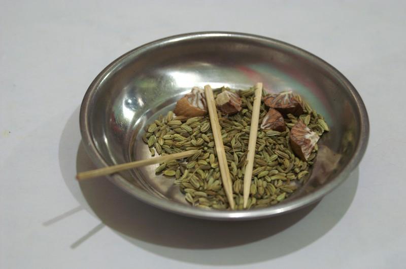 ... Anis, Fenchel und andere Samen zum Kauen als Nachtisch