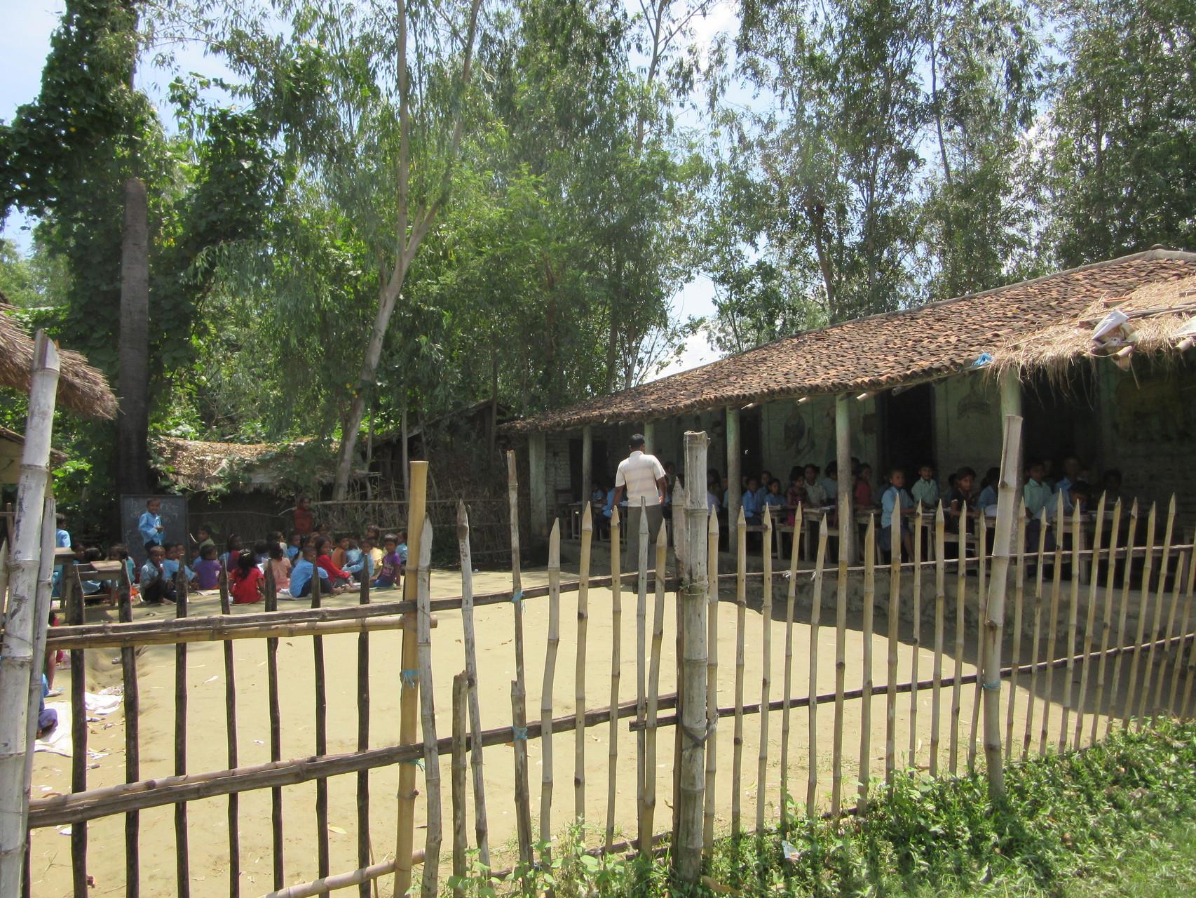 Die Grundschule in der Region Sarlahi, 12 Busstunden südlich von Kathmandu