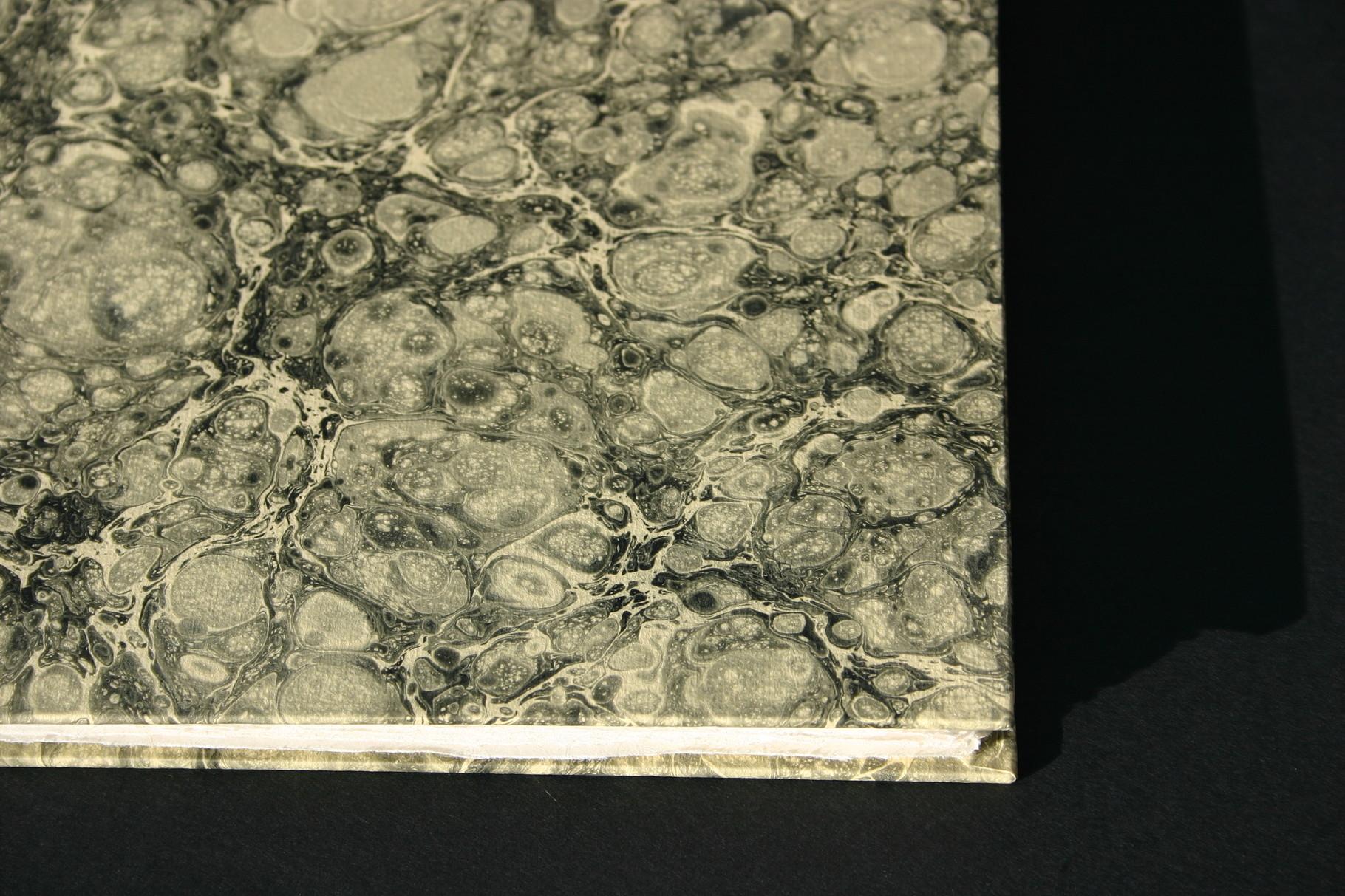 Gästebuch in Handmarmorpapier