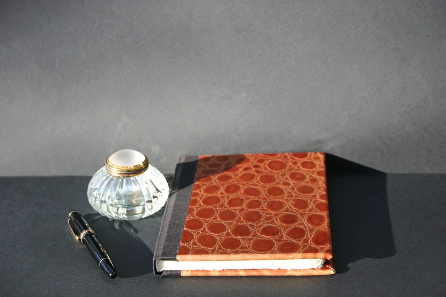 Skizzenbuch in Kalbsleder mit Krokostruktur
