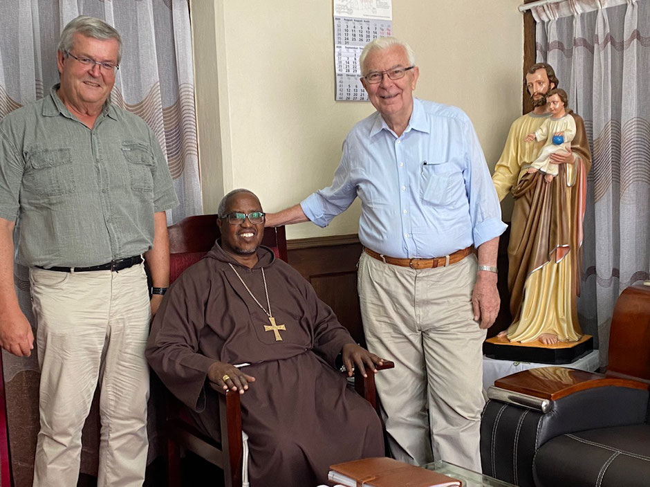 """Erzbischof Jude Thadaeus Ruw'ichi wünschte uns Gottes Segen für Kilimahewa und """"Nothing shall change!"""""""