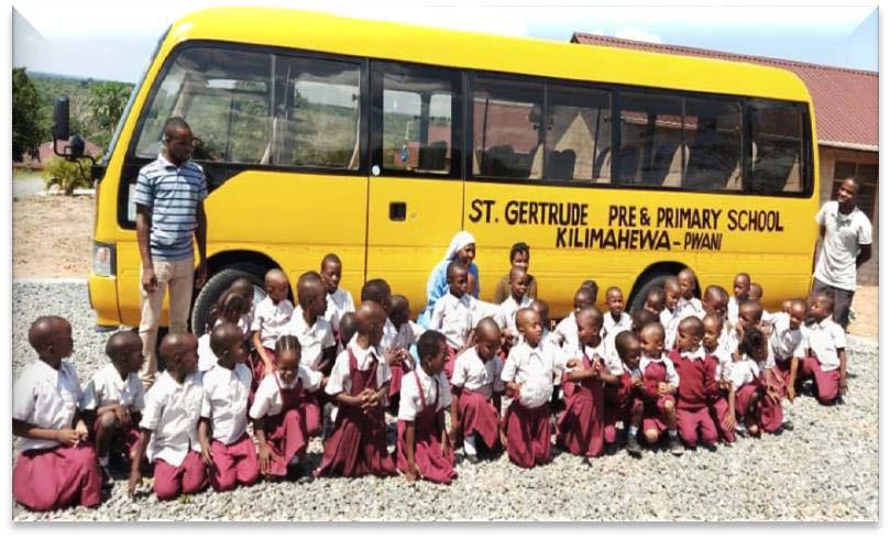 Der neue Schulbus wurde bei der Ankunft riesig bejubelt.