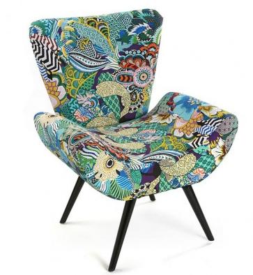 fauteuil avec un tissu jungle