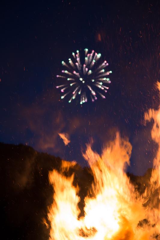 Feuerwerk über Mühlethurnen