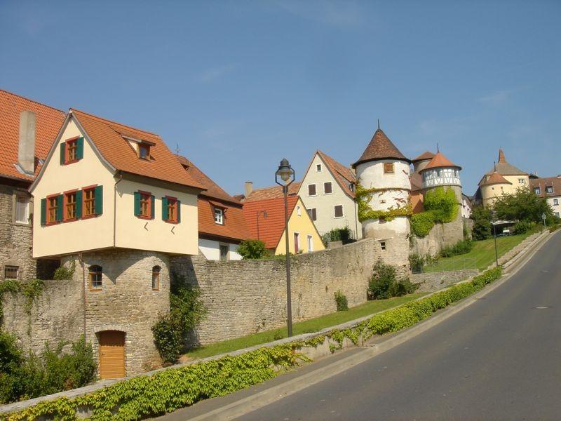 östliche Stadtmauer ...