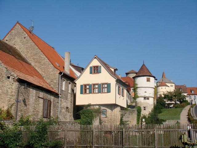 Stadtmauer mit Turmhäusern ...