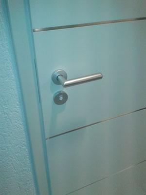 Zimmertür mit innenliegenden Lisenen