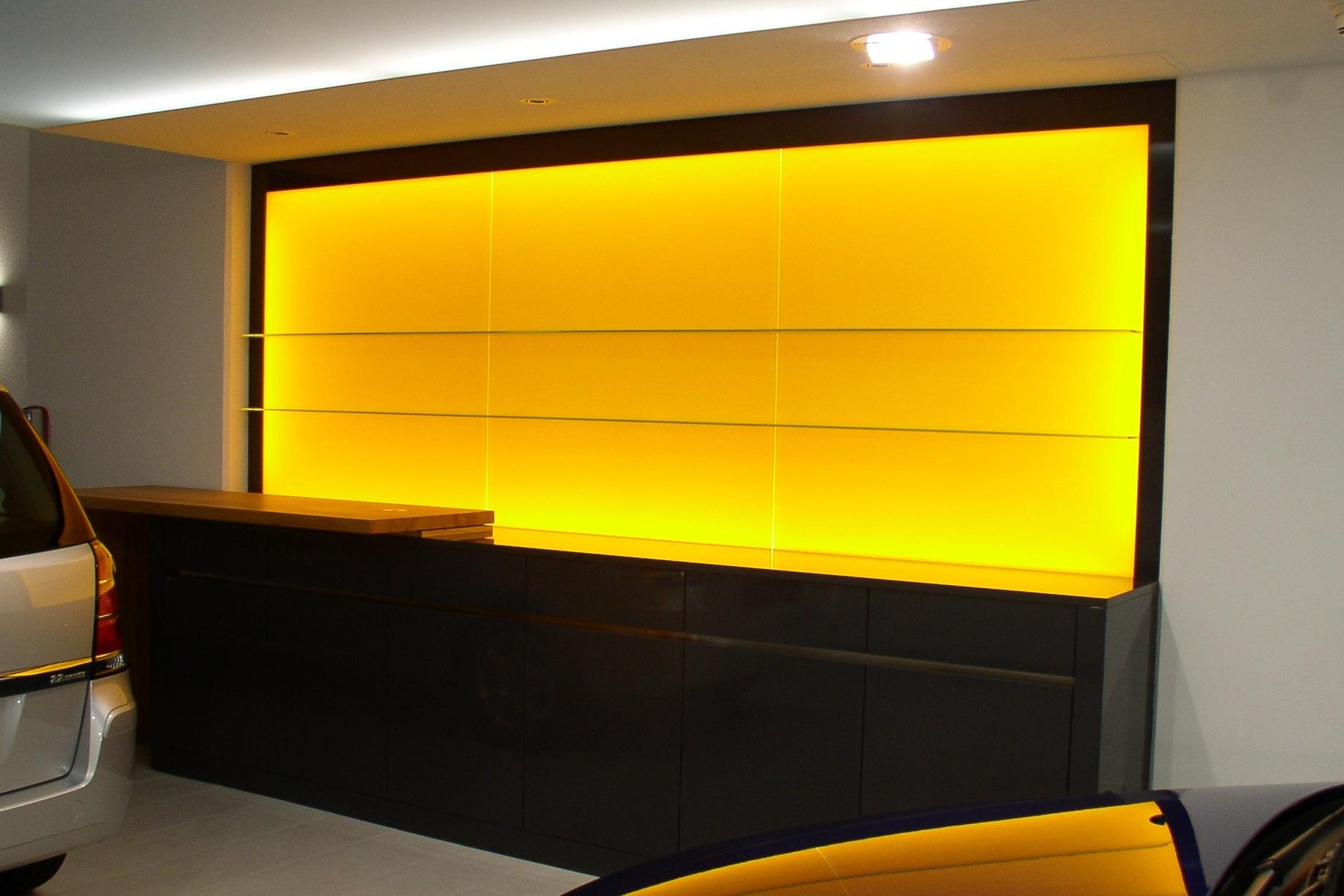 Ladeneinrichtung Ausstellungsraum Opelgarage Bern