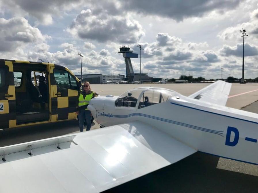 Flughafeneinweisung in Nürnberg mit Fluglehrer/Ausbildungsleiter Markus Klemm und Flugschülerin Pia Lippert