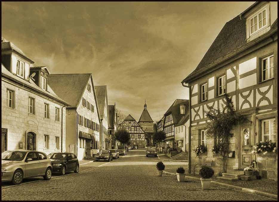Blick in die Markstraße mit seinen Historischen Häusern HDR und Sepiatonung