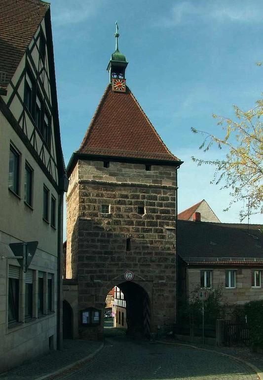 Mauergürtel mit Torturm von 1476