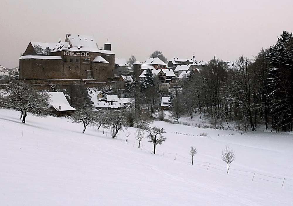 Winterstimmung, Blick auf die Hohenzollernburg in Cadolzburg/Mittelfranken, LDK, Fürth