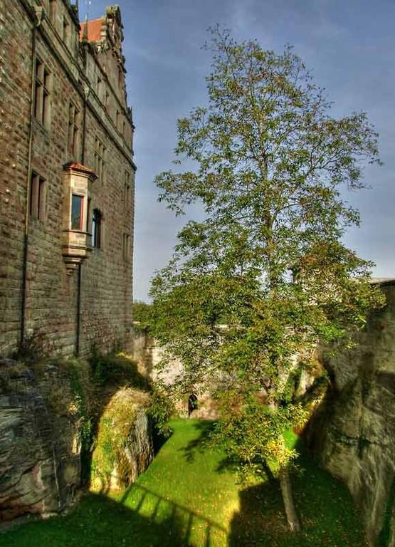 Hohenzollernburg/ Burgschloss mit Burggraben HDR