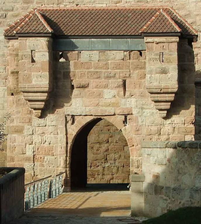Hohenzollernburg! Burgtor mit vorgelagerte Brücke
