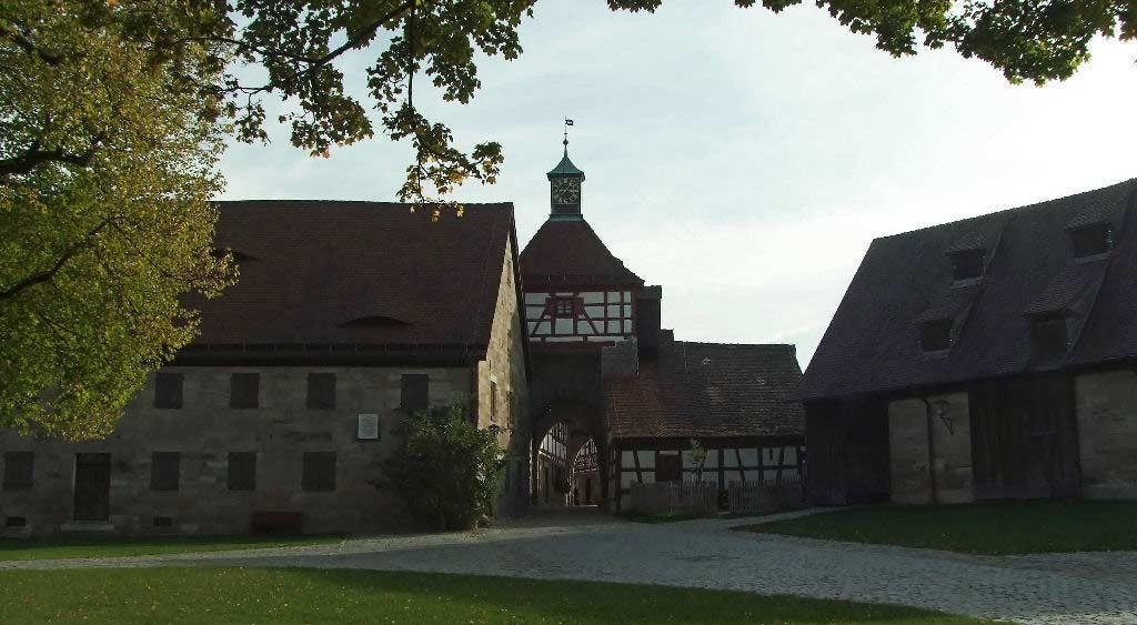 Hohenzollernburg/Wirtschaftshof  mit Blick zum Ausgang Vortor, Wachbereich