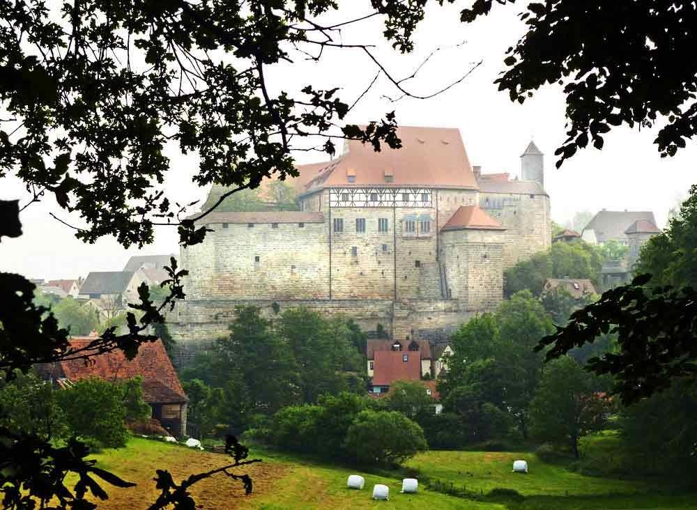 Im Sommer. Blick auf die Hohenzollernburg in Cadolzburg/Mittelfranken, LDK, Fürth
