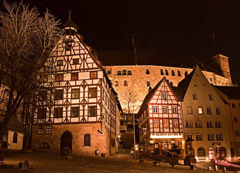 Tiergärtnertorplatz mit Burg