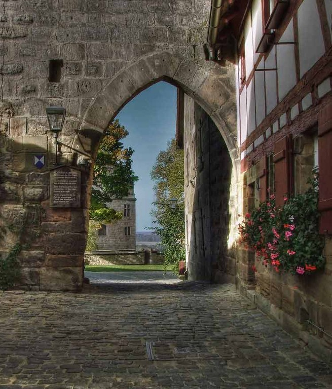 Hohenzollernburg/ Vortor zur Burg! Wachbereich HDR