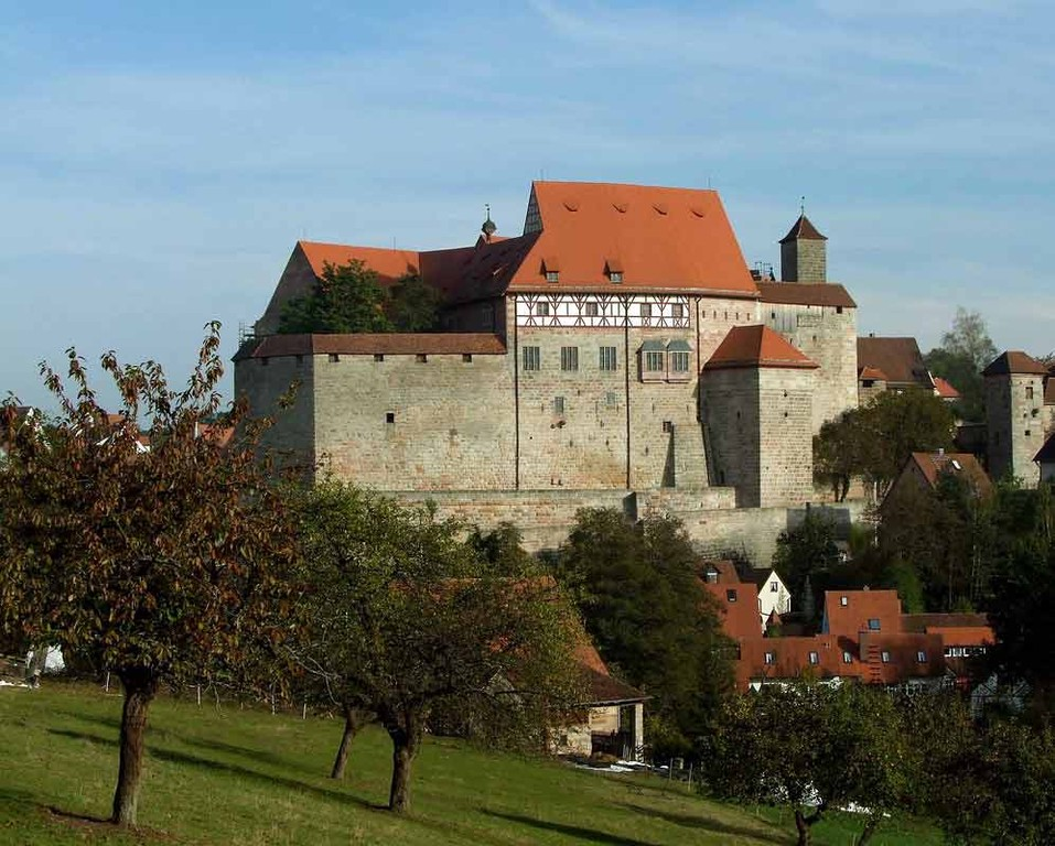 Im Herbst. Blick auf die Hohenzollernburg in Cadolzburg/Mittelfranken, LDK, Fürth