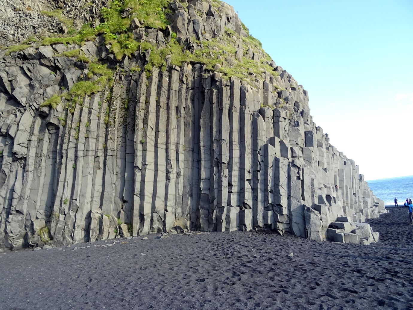 Prismes basaltiques sur la plage de Reynisfjara
