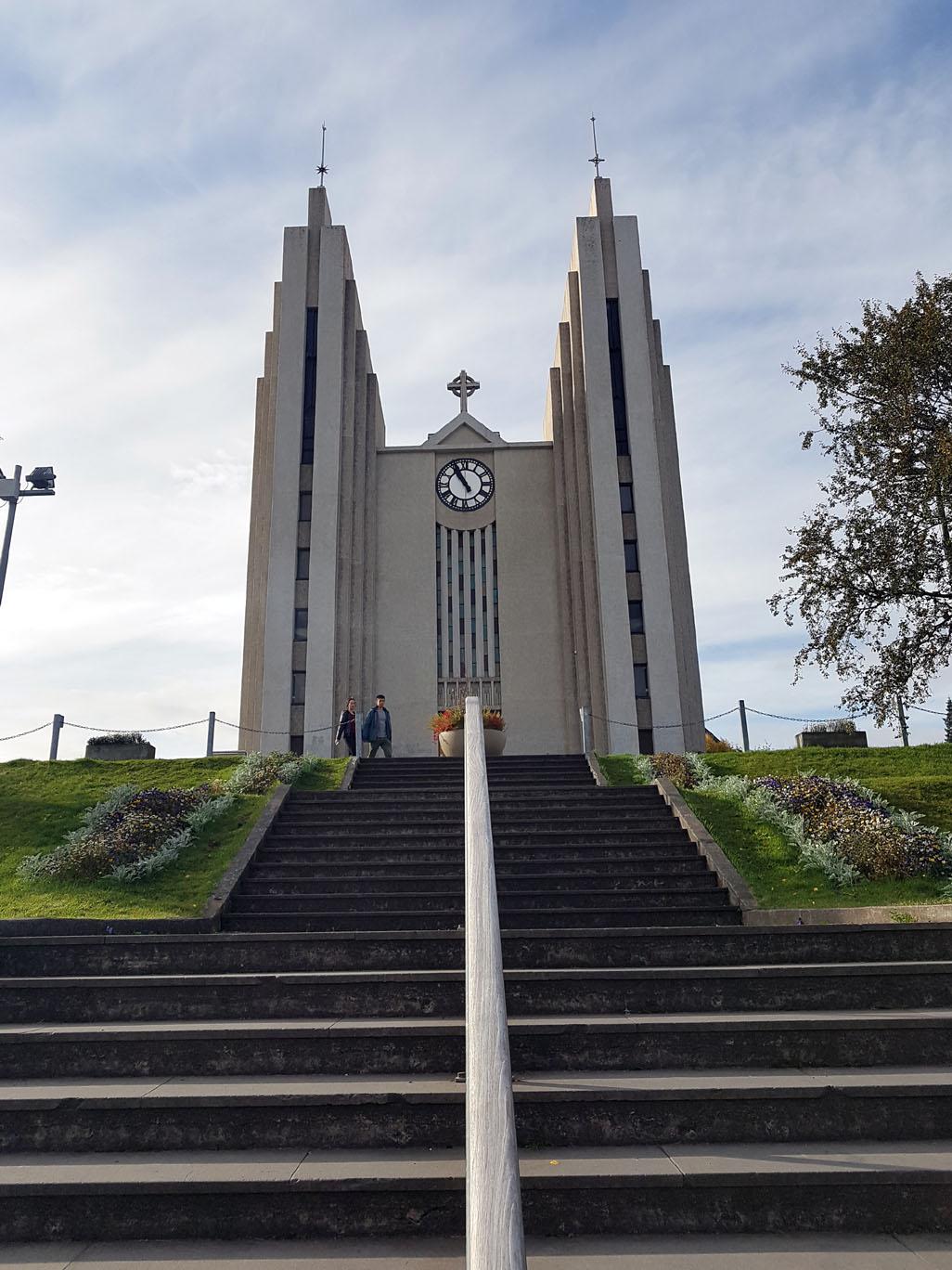 Édifice religieux dans le pur jus islandais...