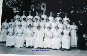 Dr Anna Hamilton et ses élèves en 1915