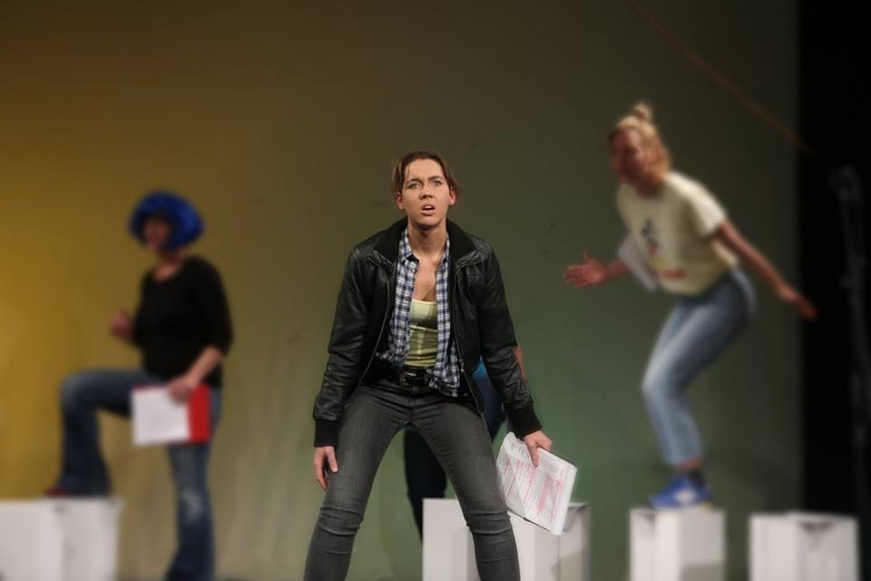 Nadine J.M. Knauer, zertifizierte Theaterpädagogin BuT - tiergestützte Theaterpädagogik, Medienpädagogik, Tanzpädagogik, Kummunikation