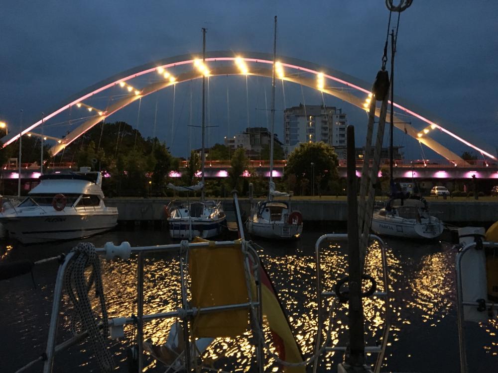 Brücke Lichterspiel