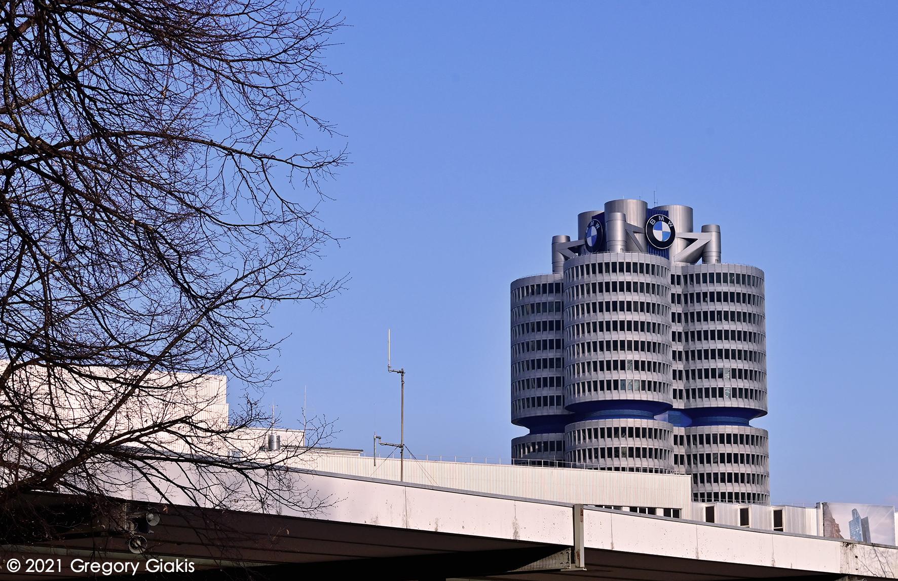 H BMW φωτίστηκε λίγες ώρες πριν την IAA