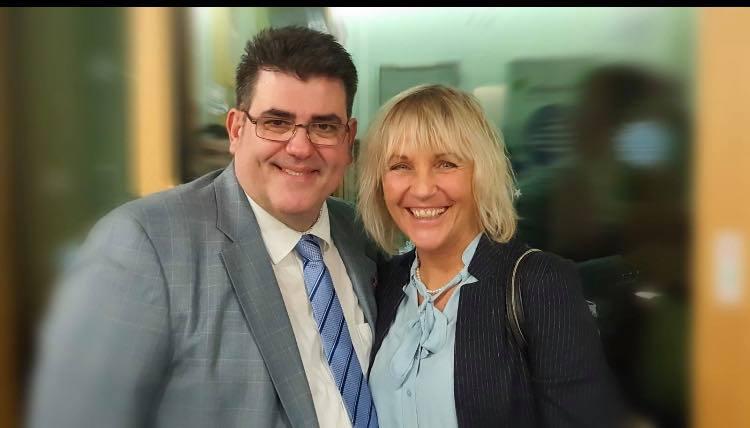 Η Δήμαρχος Gabriele Müller με τον Έλληνα υποψήφιο Κώτση Απόστολο
