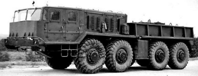 Поздний вариант балластного тягача МАЗ-545 с плоским передком 4-дверной кабины. 1977
