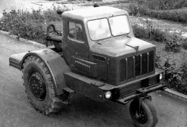 Первый советский одноосный тягач МАЗ-529 двойного назначения работы СКБ-1. 1956 год