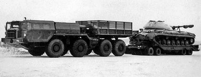 Балластный тягач МАЗ-7311 с прицепом ЧМЗАП-5212А. 1975