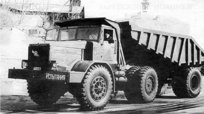 БелАЗ-525А с полуприцепом БелАЗ-5271