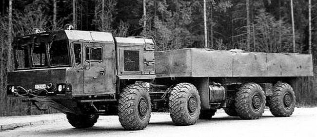 Прототип перспективного автомобиля-шасси МАЗ-7930. 1990 год