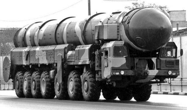 Пусковая установка 15У168 серийного ПГРК 15П158 «Тополь» на шасси МАЗ-7917. 1988
