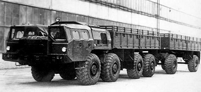 Грузовик-тягач МАЗ-7911 «Оплот-А» с прицепом МАЗ-8950. 1974 год