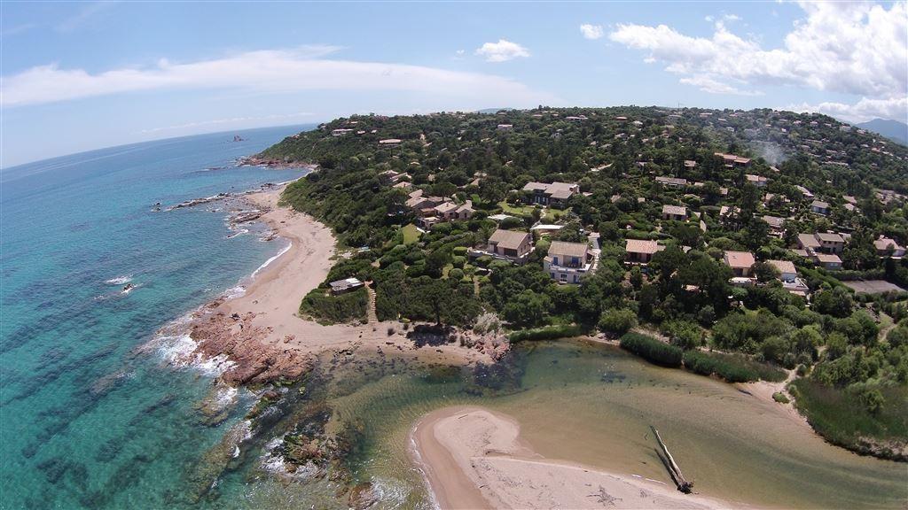 La villa location villa avec piscine chauff e spa en for Camping sud de la corse avec piscine