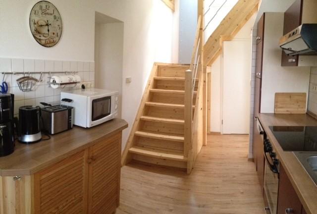 Treppe von der Küche ins Dachgeschoß