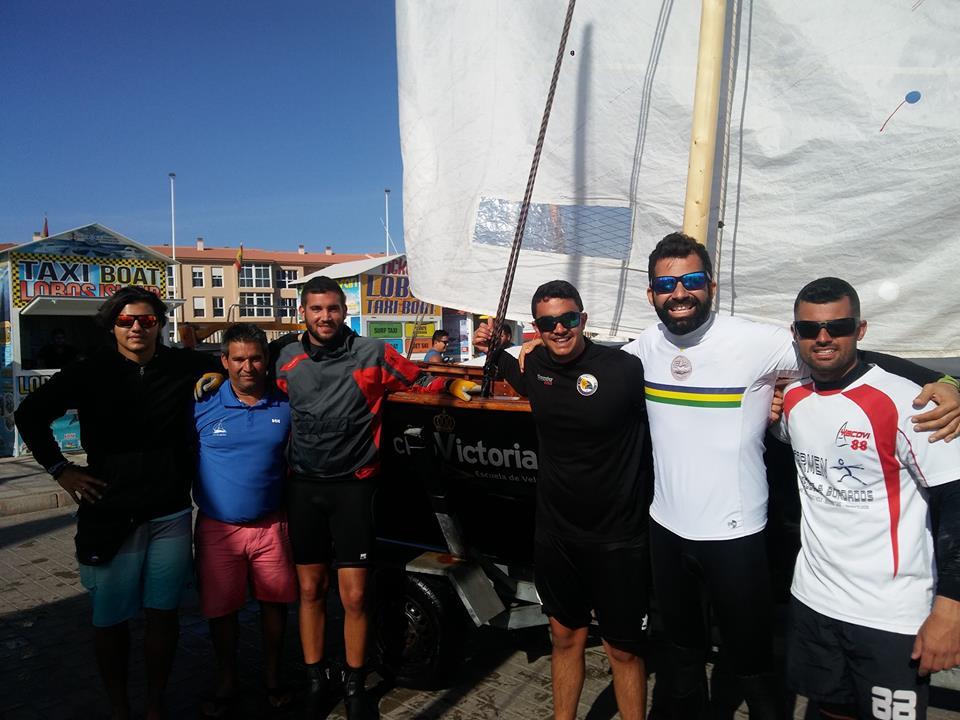 Equipo RCV-YACOVI (Néstor, Jorge, Álvaro, Fran, Adríán y Daniel) con Bruno Farray.