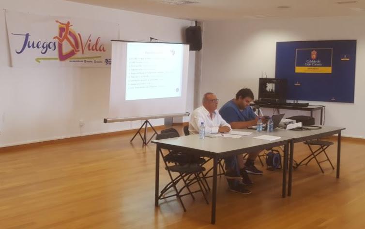 El encargado del proyecto JuegosDVida, Juan Manuel Betancor León, durante un momento de la reunión.
