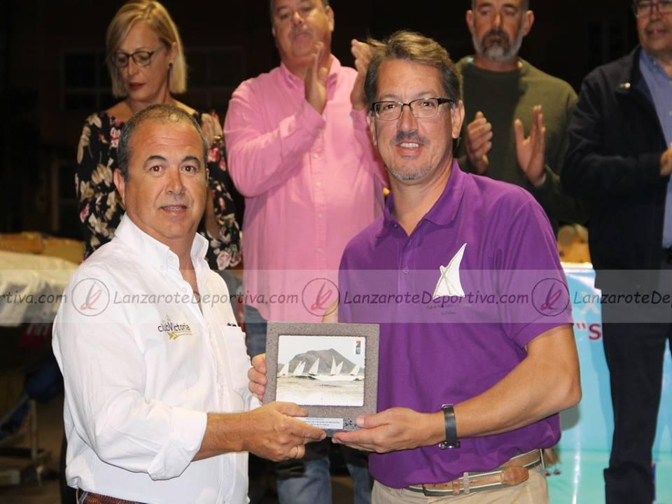 Mario del Club Benahoare de La Palma con el Comodoro, Carmelo Jiménez.