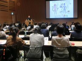 新潟日報メディアシップでの講演の様子:新潟市の漢方薬専門店「西山薬局」