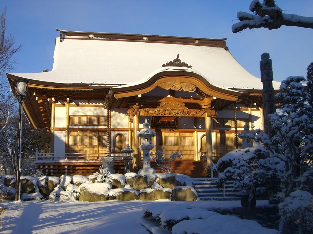 冬景色の本堂