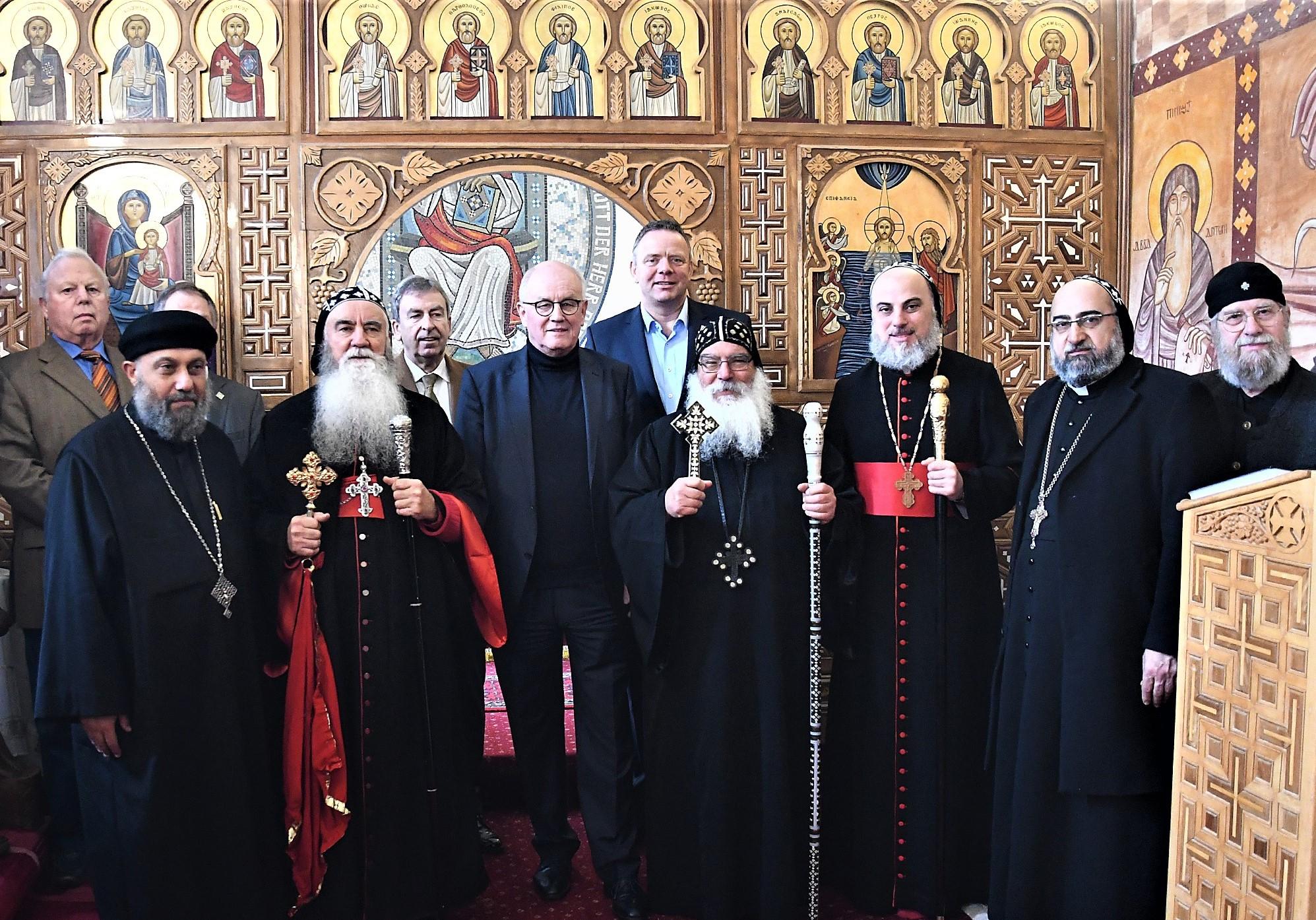 Gruppenbild vor der Ikonostase in der Klosterkapelle. Foto: Maria Hopp