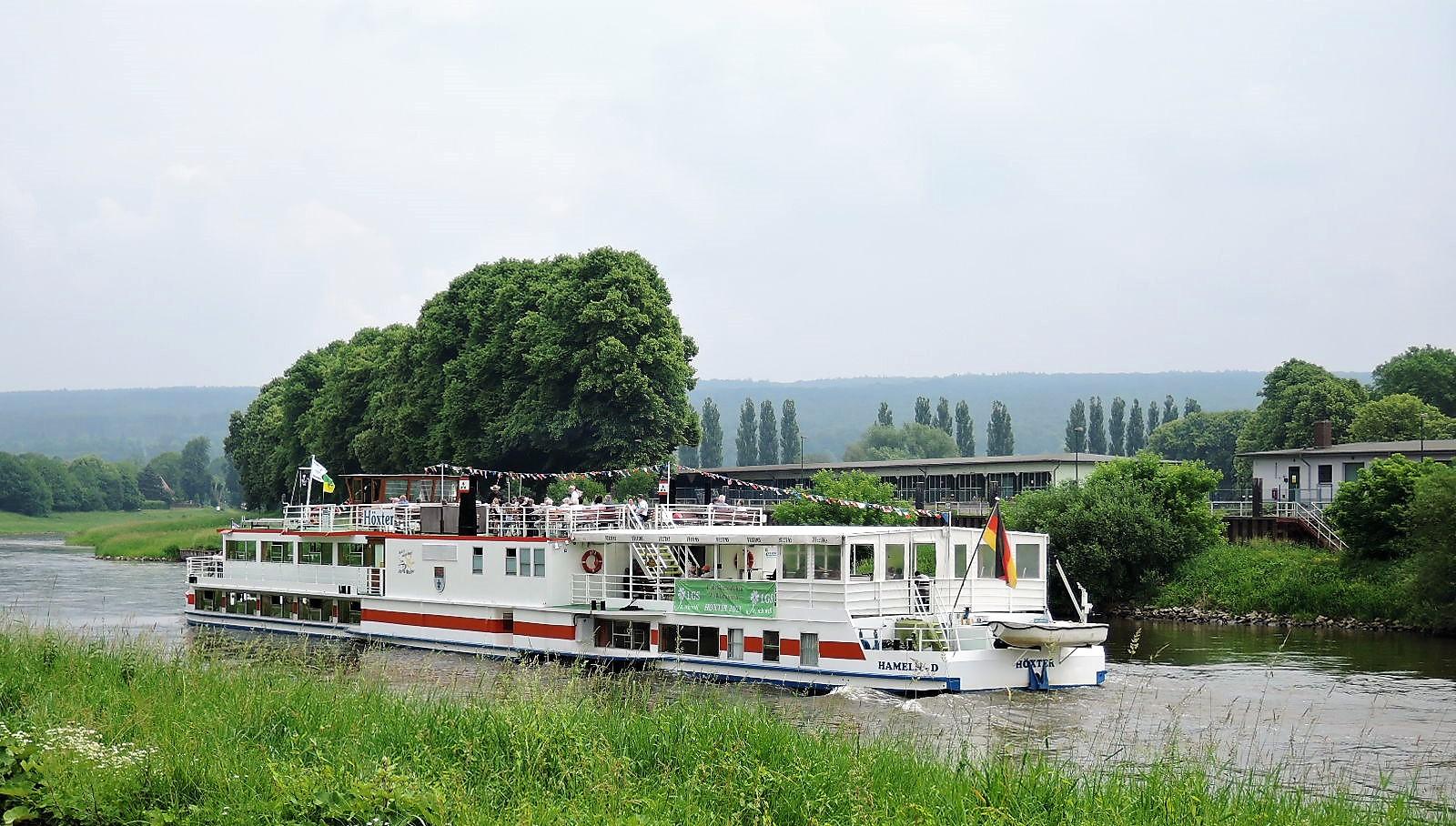 Ökumenische Weserprozession mit dem Dampfer auf der Weser von Höxter nach Corvey und zurück. Foto: Renate Wienecke