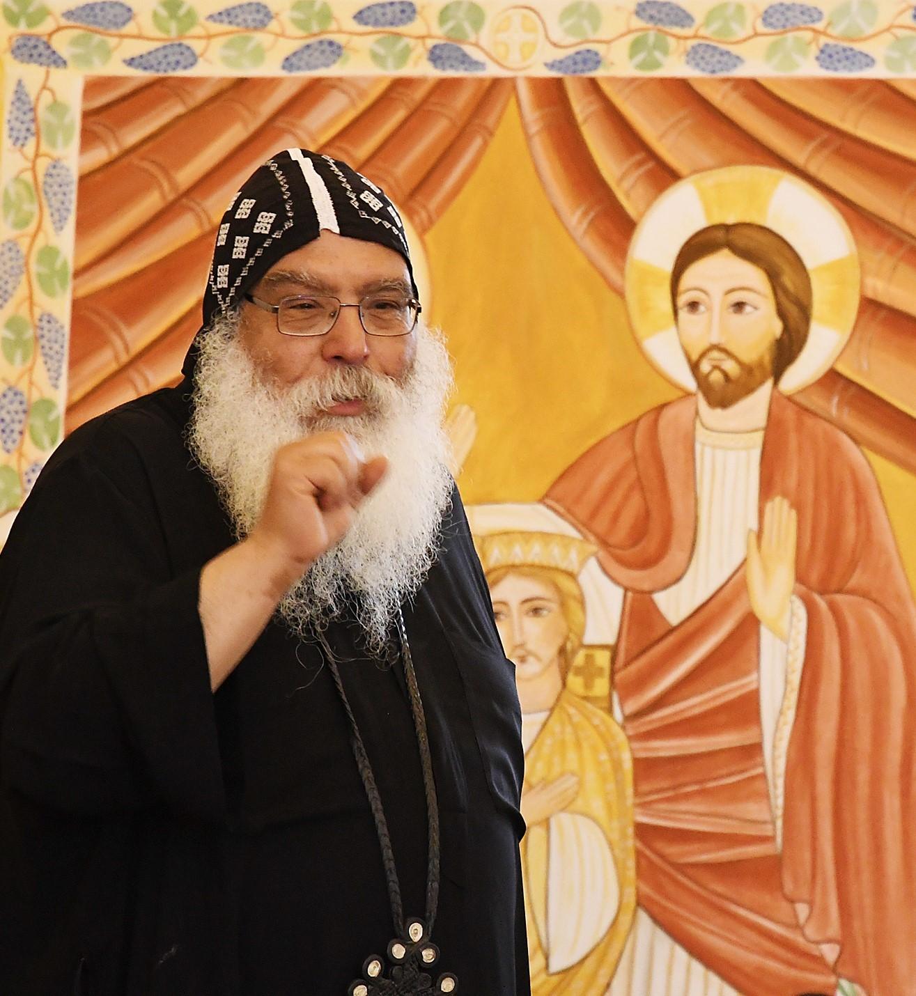 S.E. Bischof Anba Damian begrüßt die Referenten und Teilnehmer des Theologischen Symposiums im Kloster. Foto: Maria Hopp