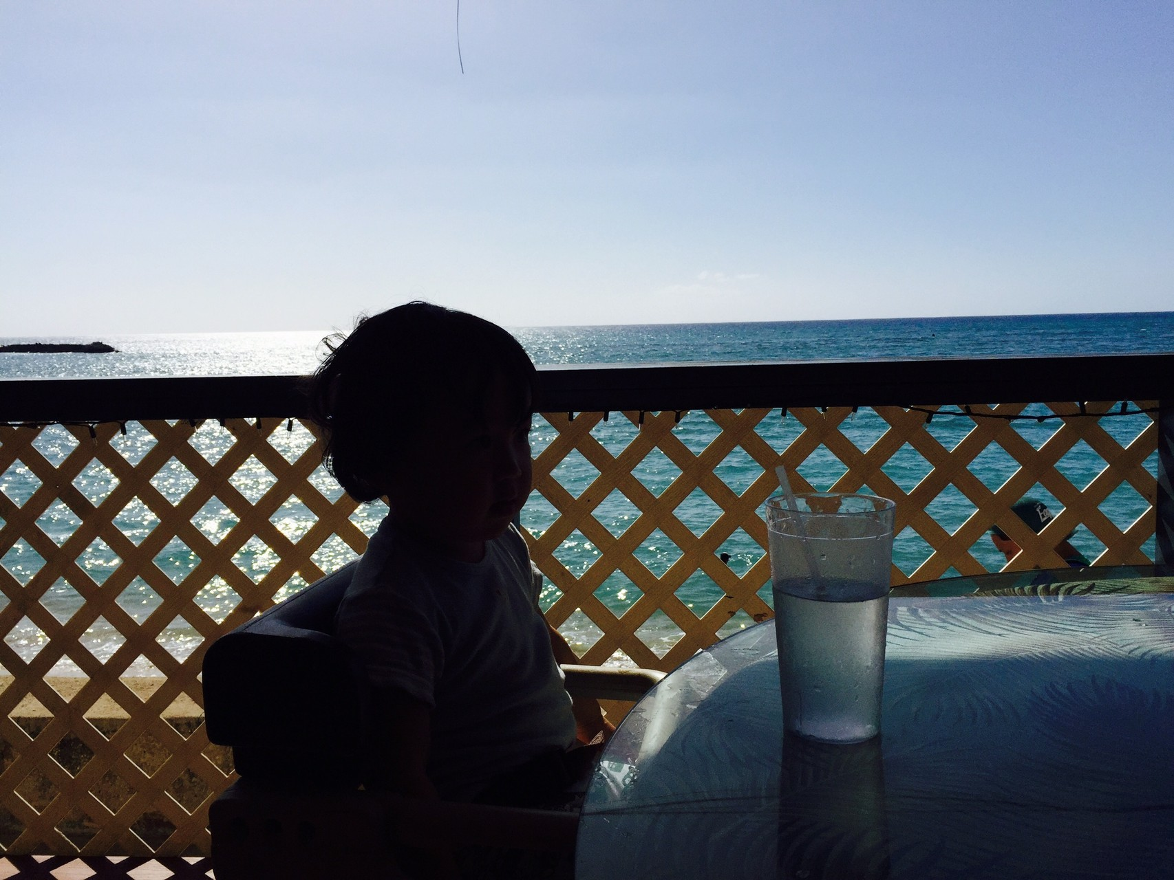ハワイ 海沿いの絶景カフェでひとやすみ